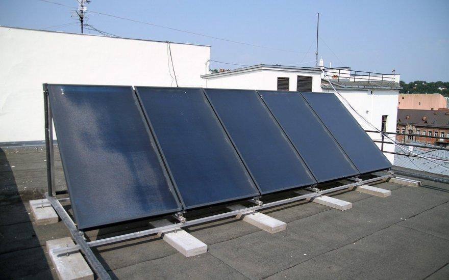 saules-kolektorius-ant-kauno-miesto-savivaldybes-stogo-76098315